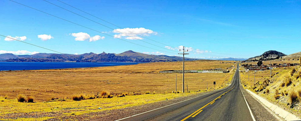 Fahrt entlang des Titicaca-Sees.