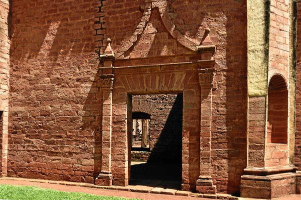 Seitentor der Kirche der Reduction Jesus.