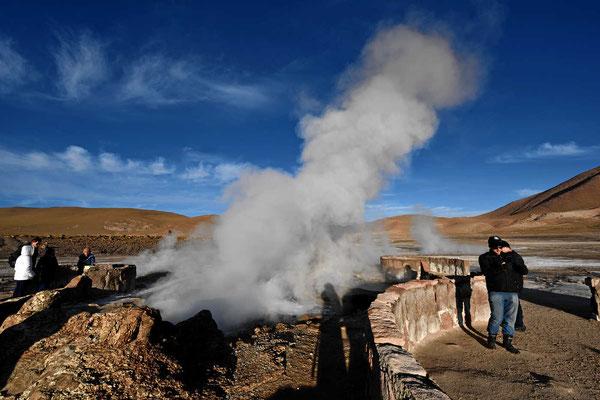 Von San Pedro de Atacama kommen morgens hunderte von Touristen zu den Geysiren.