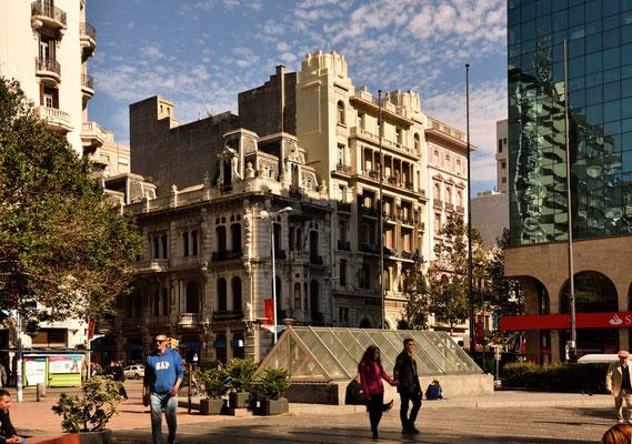 Gründerzeithäuser an der Plaza Constitución.