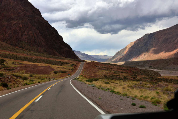 Rückfahrt durch das Tal des Rio Mendoza.