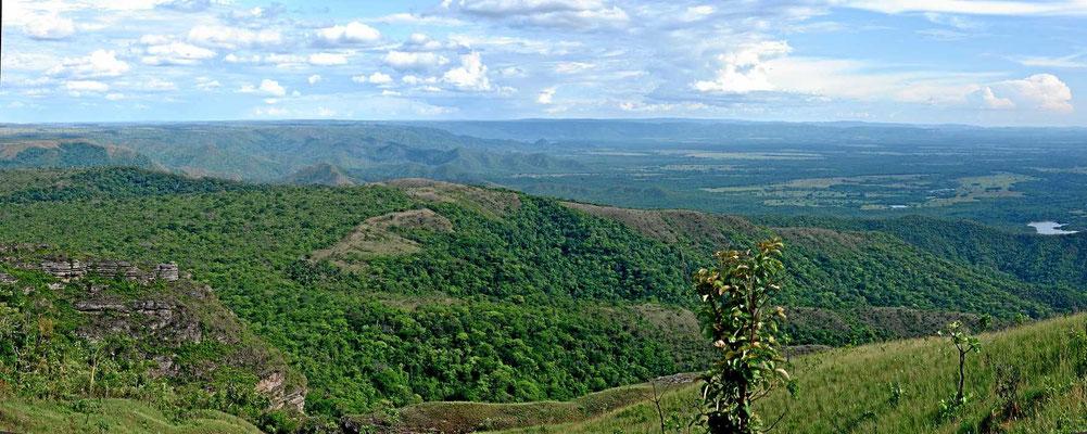 Das ist der Blick vom geografischen Mittelpunkt Südamerikas in die Umgebung.