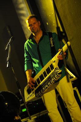 Greg au keytar