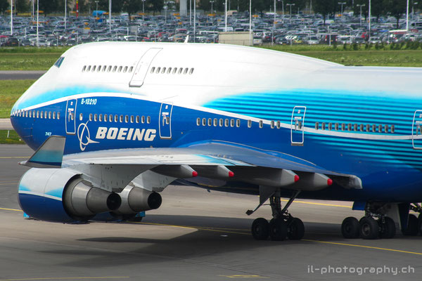 Boeing B747-400, China Airlines (Boeing Dreamliner colours), B-18210