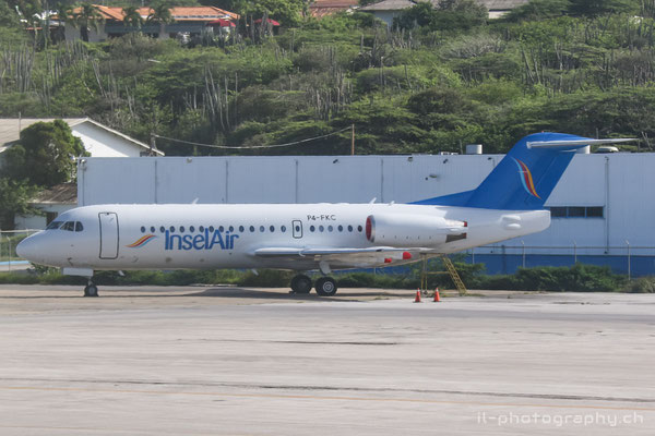 Fokker F70 der Insel Air in Curacao.