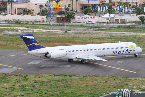 McDonnell Douglas MD-80 der Insel Air in St.Maarten (SXM)
