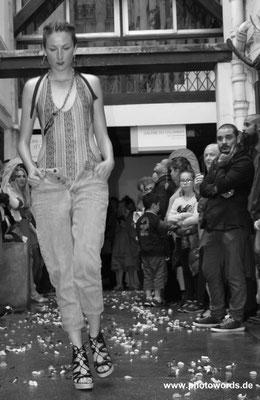SUMMER MOTION fashion show (fashion designer: Yulissa Aranibar / Trapos Finos, jewellery: Alberta Musso, models: Maria Chiara, Barbara & Audrey)