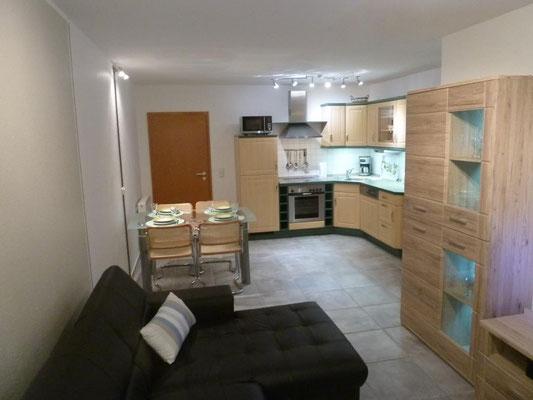 Bothmann strandnahe Ferienwohnungen auf Usedom, Karlshagen, Lindenweg 6e: wohnen - mit Blick zum Essen-Bereich und Küche