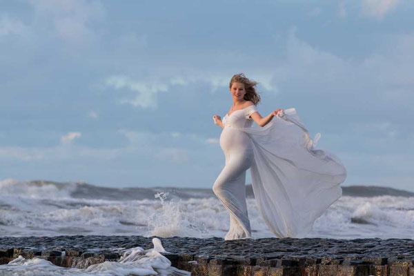 Foto Kleid weht im Wind