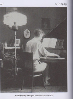 SR playing through a complete opera in 1936