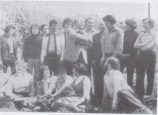 С молодыми коллегами во время гастролей в Горьком.