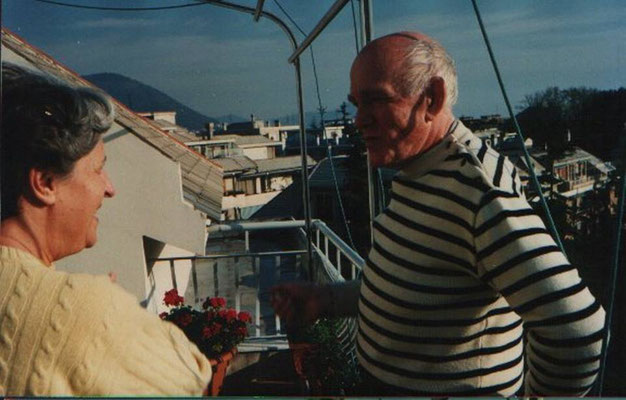 Richter with his friend Lidia Baldecchi Arcuri on the terrace of her Genoese home (1992)