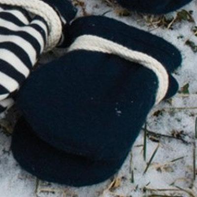 Baby Schuhe und Handschuhe von PlüNatur