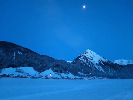 unser Dorf an einem Winterabend