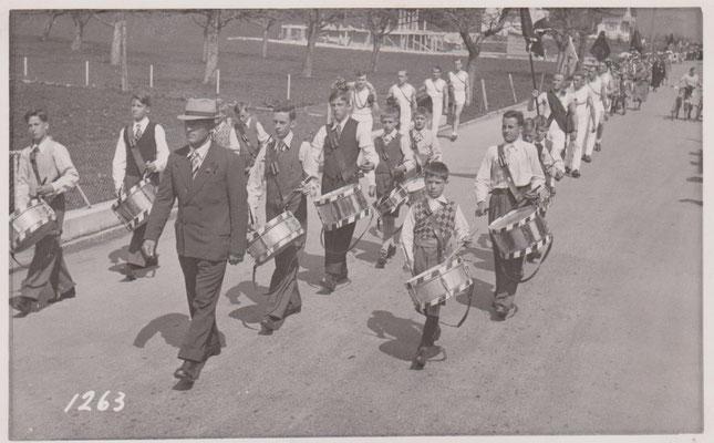 1939: 1. Auftritt am Schulfestumzug Signau