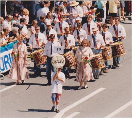 1994: Umzug am Eidgenössischen Tambourenfest in Gossau, Wettspielteilnahme erstmals in der 1. Kategorie
