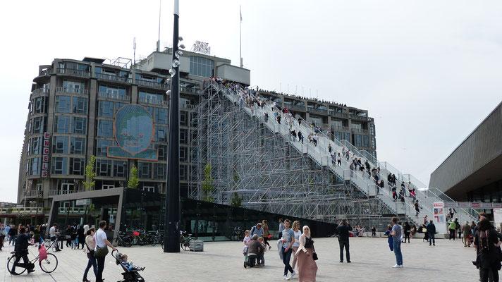 2016 - Tijdelijke trap naar het dak van het Groothandelsgebouw tijdens Rotterdam viert de stad