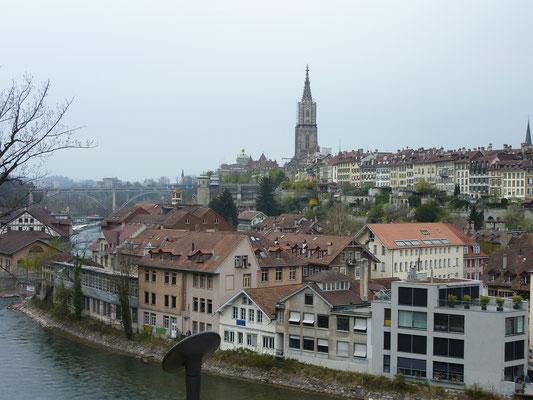 Zicht op de oude binnenstad met de Berner Münster