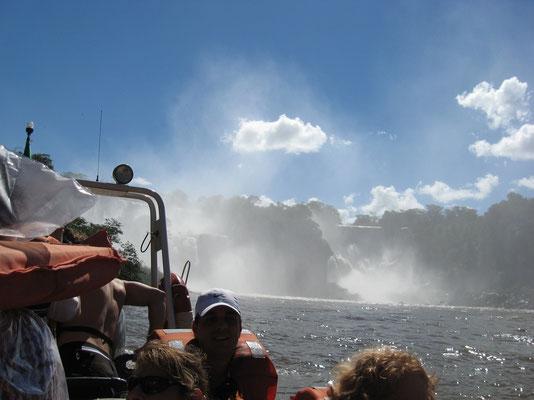 de watervallen vanuit de boot