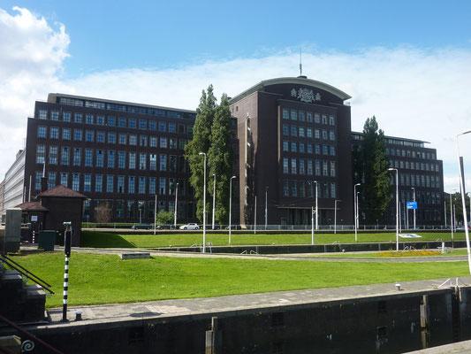 Voormalig Belastingkantoor - Puntegaalstraat (Plukmekaalstraat in Rotterdams)