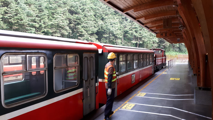 met de trein door Alishan