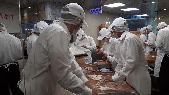 De dumplings worden hygienisch bereid