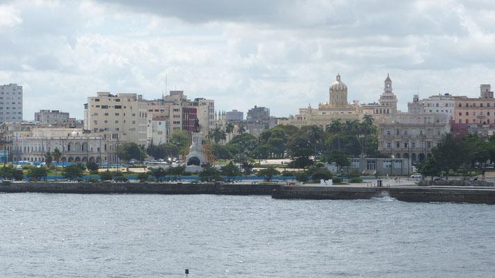Uitzicht over Habana viejo vanaf het fort