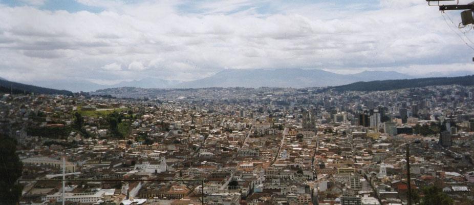 Uitzicht over Quito vanaf El Panecillo