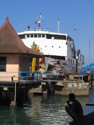 De veerboot vanaf Lombok