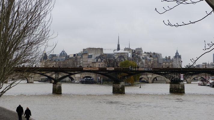 Pont des Arts met liefdesslotjes