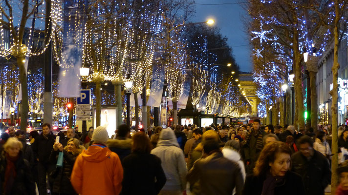 Champs Elysees by night