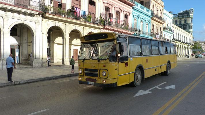 oude Nederlandse bussen rijden in Cuba nog hun rondjes