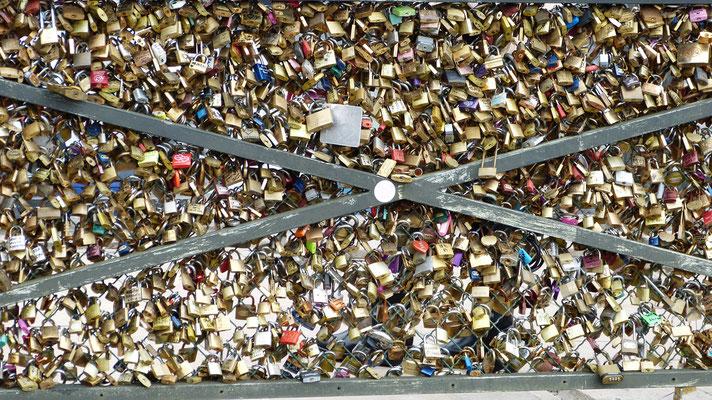 Liefdesslotjes op Pont des Arts