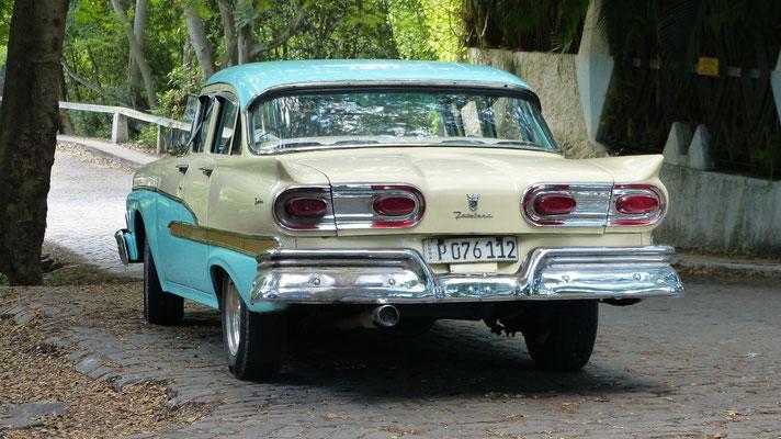 Rondrit met oude Amerikaanse auto's