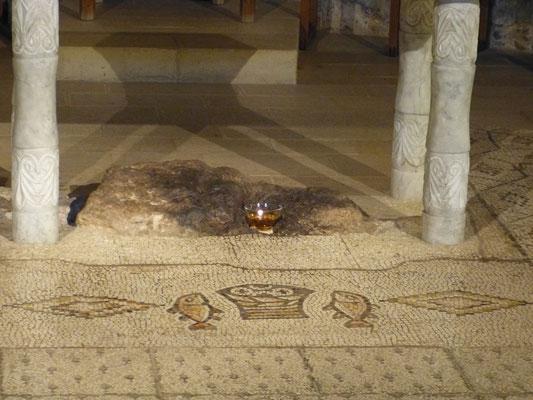 Mozaik in Tabga, vijf broden en twee vissen