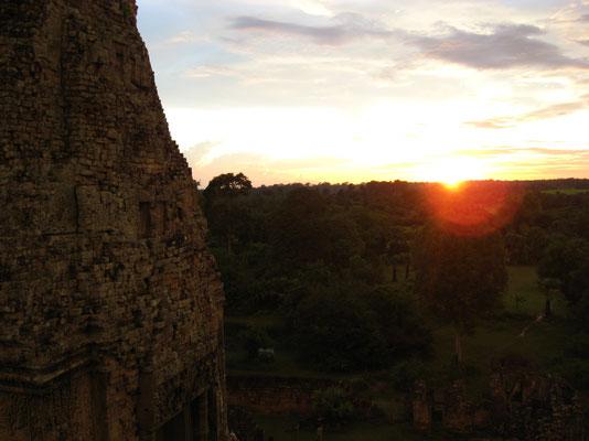 zonsondergang over Angkor