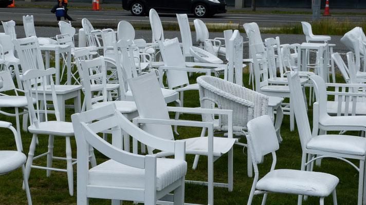 185 empty white chairs, monument voor de slachtoffers van de aardbeving van 2011