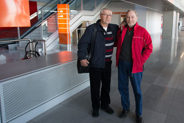 Jarkko ja Paavo Warsovan kentällä