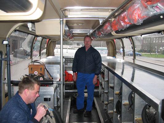 Grubenwehrrettungsbus wird nach dem Einsatz neu bestückt