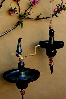 Vogeltränken: Stele und hängende Tränke