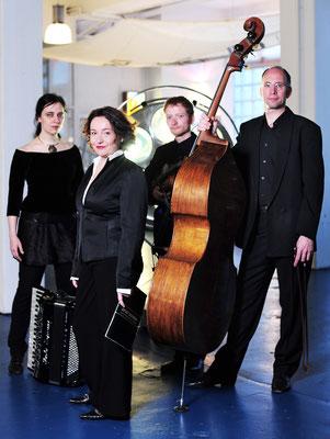 Modern Klezmer Quartett mit Franka Lampe, Johannes Grässer, Alex Haas | Foto: Pierre Kamin