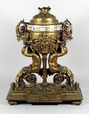 Adjugé 16 930 € - PENDULE en bronze doré, style Louis XVI du XIXe, H : 67 cm