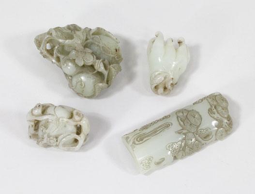 Adjugé 36 915 € - Collection de néphrites céladon, Chine XIXe et XXe (dont repose pinceaux, 21 230 €)
