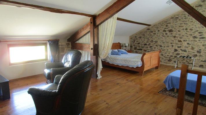 grande chambre 1er étage, Gîtes et chambre d'Hôtes Peyrecout Tarn Cordes Albi