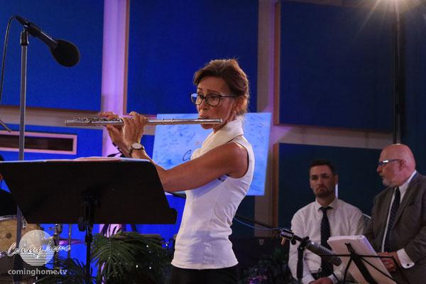 Susanne Knobloch-Ullrich mit ihrer Querflöte.