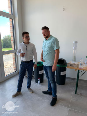 Johann Thießen und Markus Giesbrecht, Mittagspause.