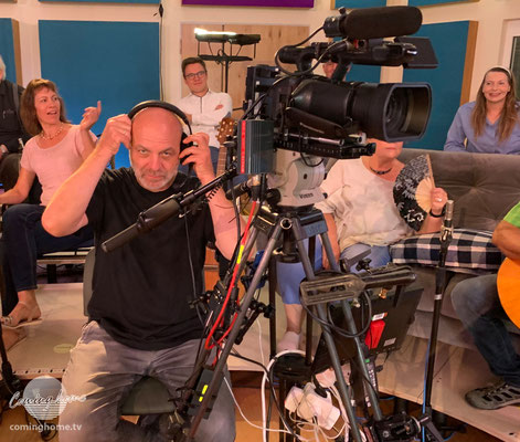 Kameramann Andreas wartet auf Kommandos aus der Regie!