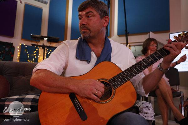 Dieter Reichstein - er spielte und sang jedes Lied in unseren Sendungen mit. Klasse!