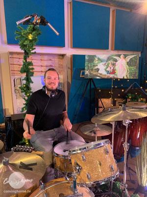 """David Drechsel, unserem """"Rührer"""" am Drum-Set. Rechts neben David unser Studio-Bild ..."""