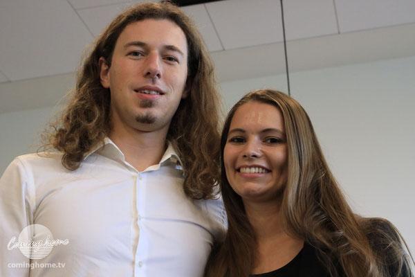 Gitarrist Christian Schmidt mit Ehefrau Joline. Ohne Maske ...